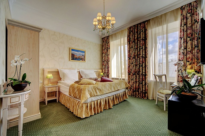 Golden Triangle Hotel St. Petersburg (4*)